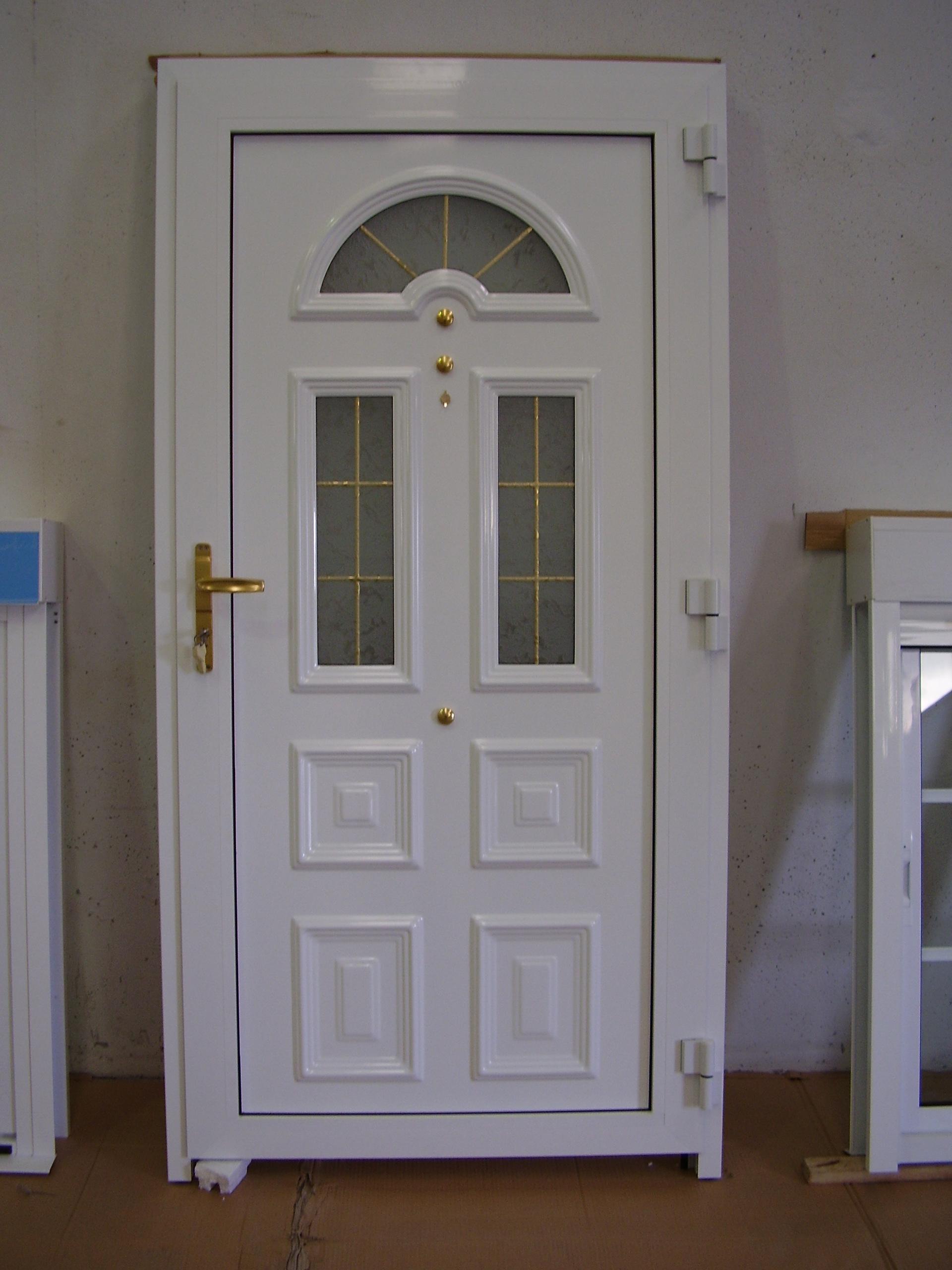 Puerta entrada en panel estampado