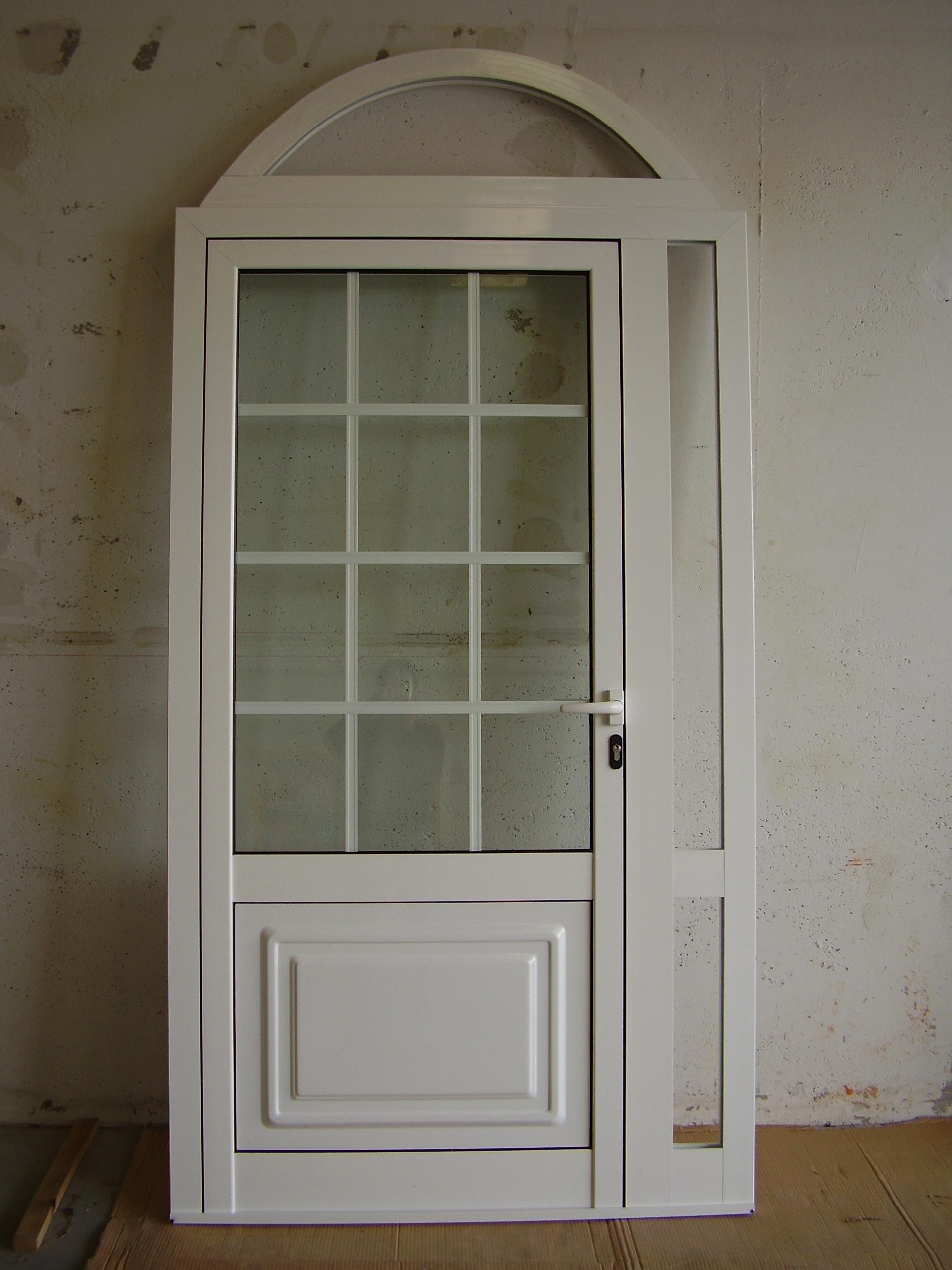 Puerta de cristal,entrepaño y arco superior