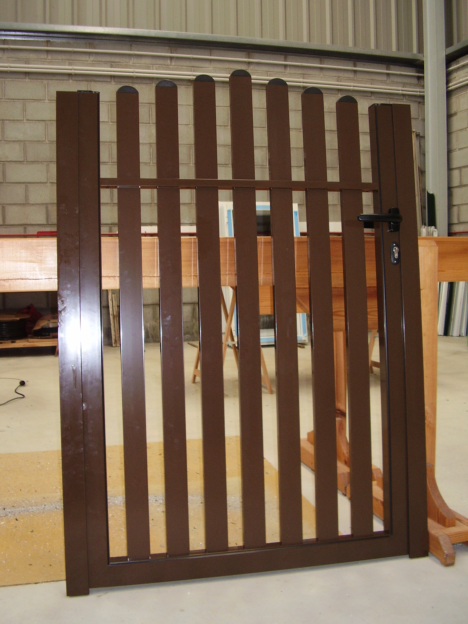 Puerta cancilla en tubos rectangulares y en arco