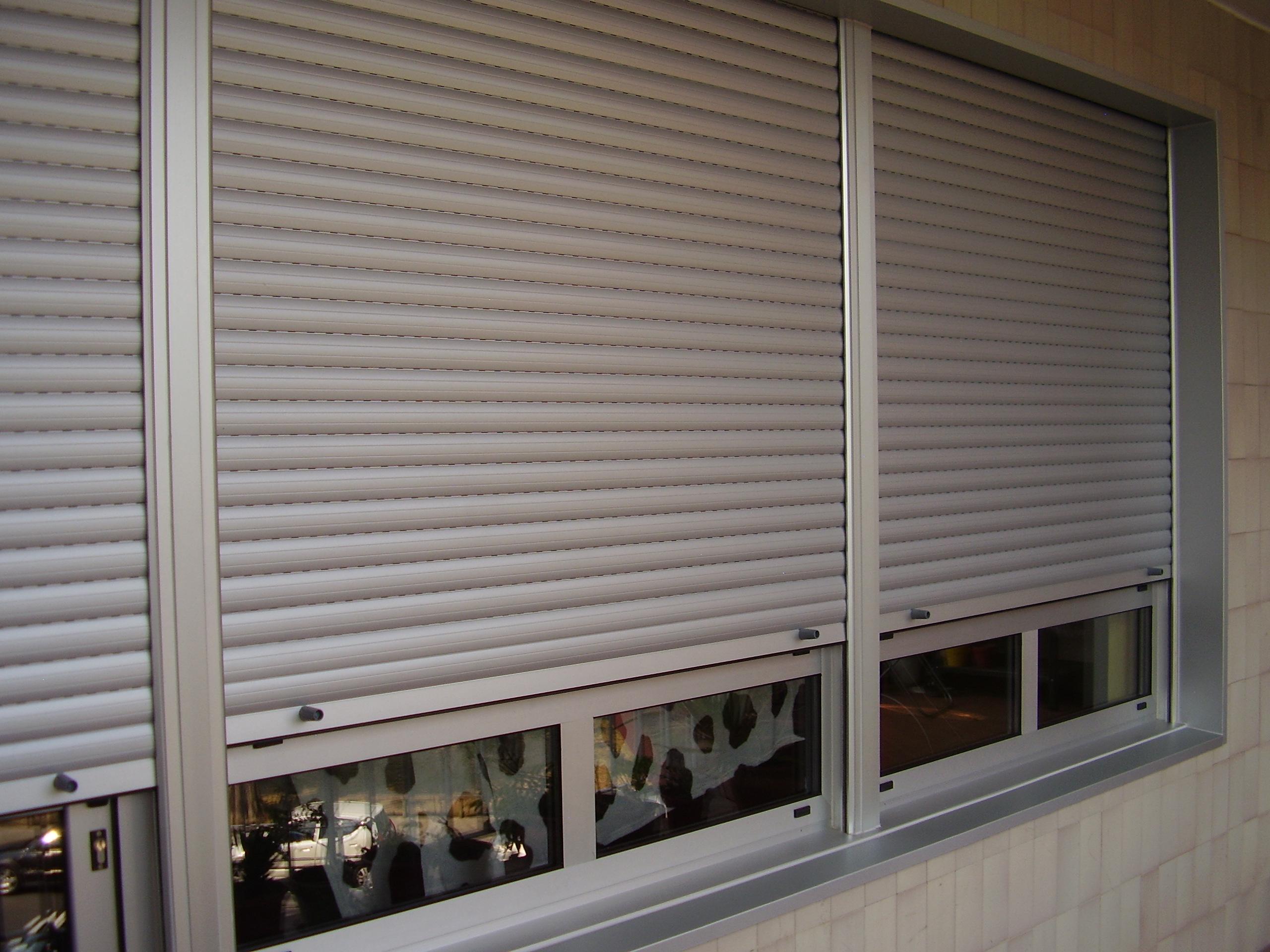 Cerramiento ventanas con persiana