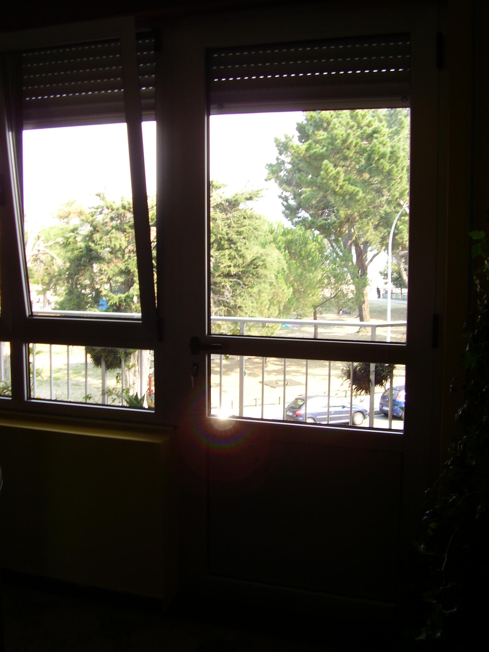 Cerramiento puerta y ventanas practicables oscilo-batiente