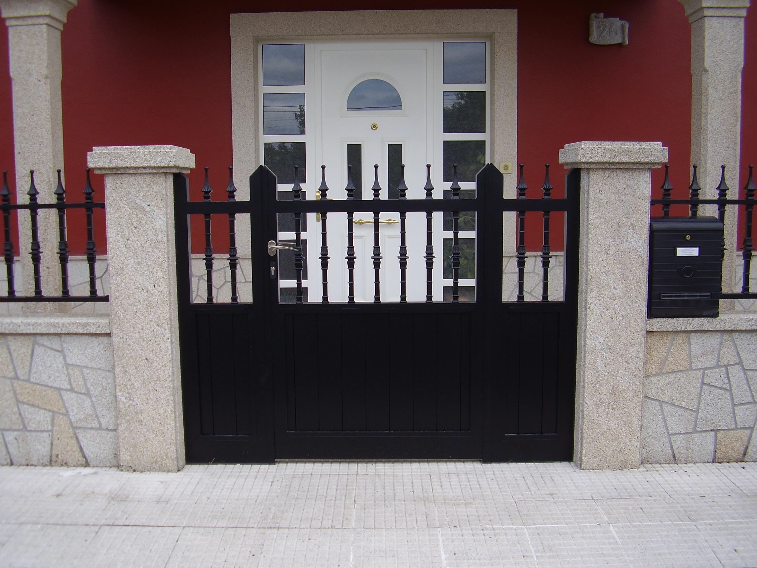 Puerta cancilla 1 hoja y 2 fijos laterales