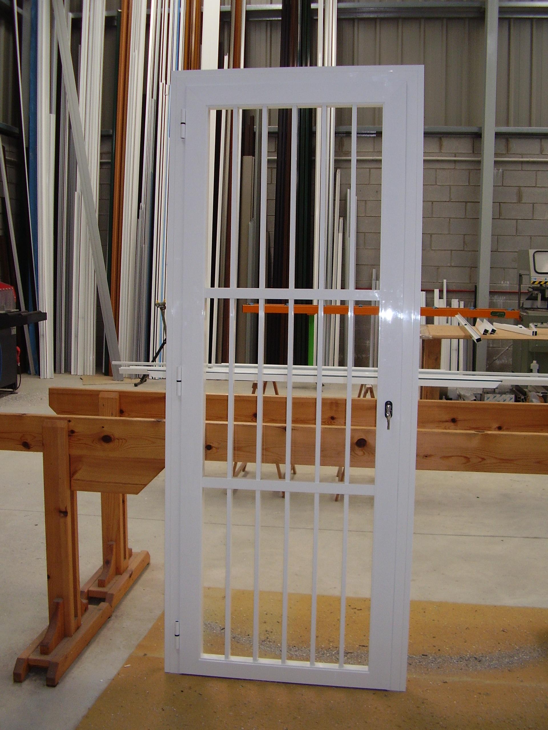 Puerta tipo reja de tubos