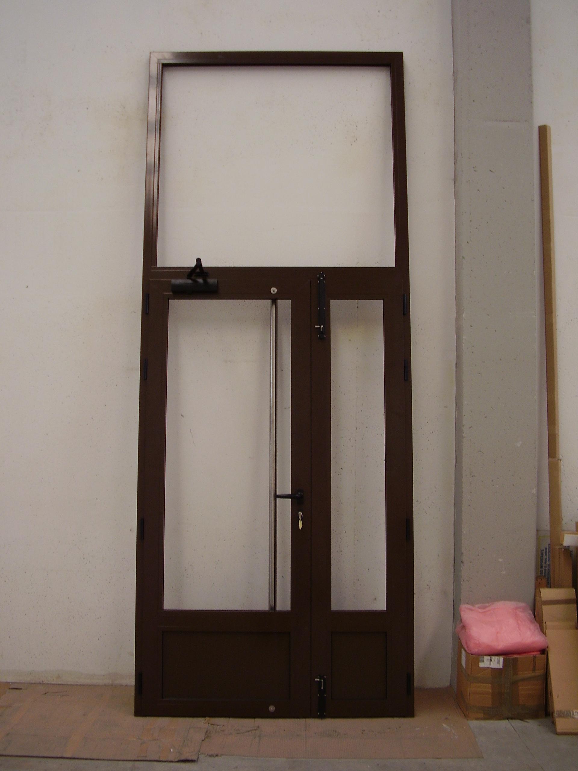 Puerta edificio 2 hojas con fijo superior