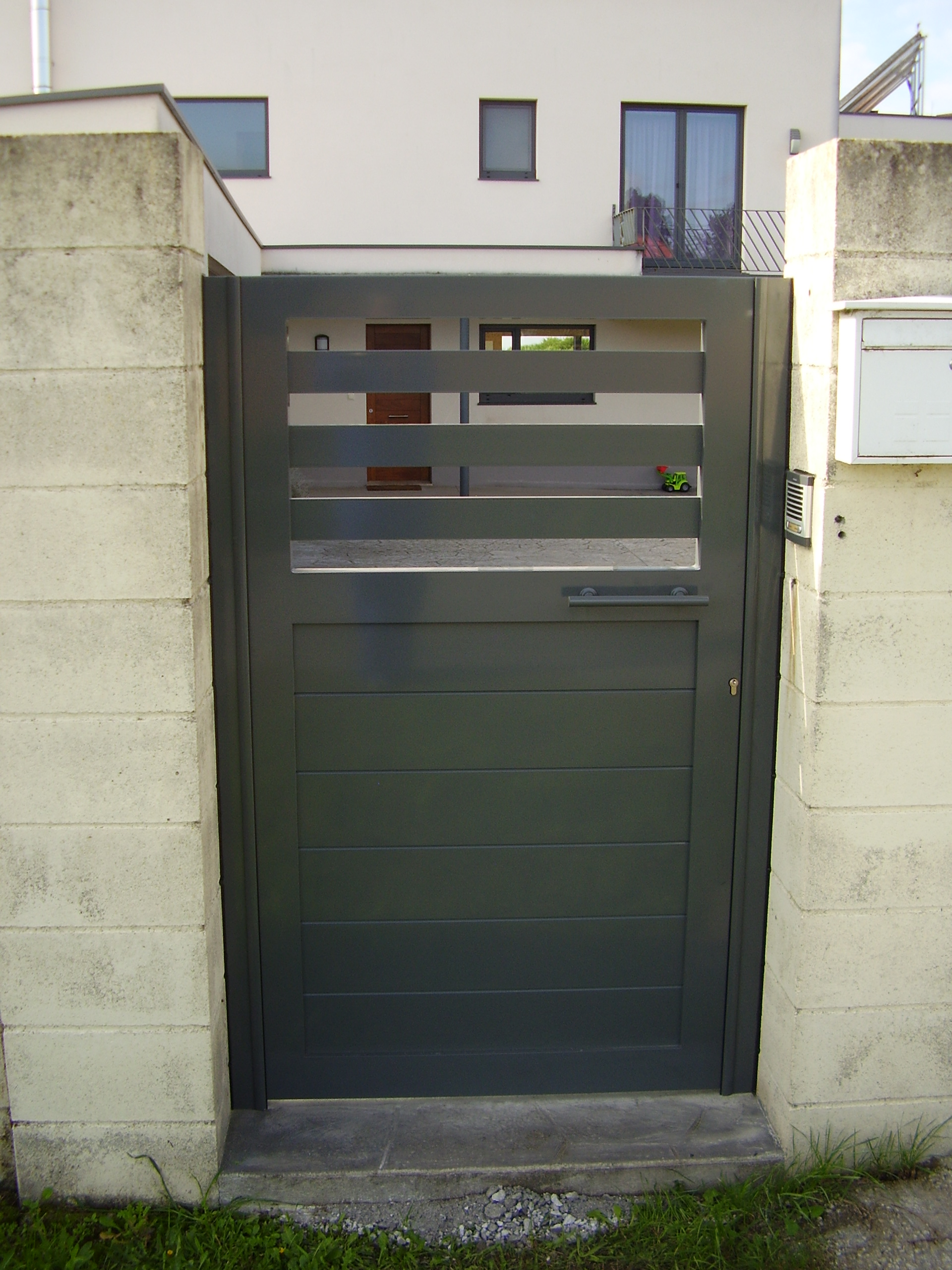 Puerta cancilla soldada y lacada